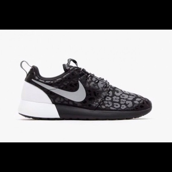 Nike Roshe Women s Black Leopard Print size 8.5. M 5b442d5334a4ef020cb24c91 5631803b3